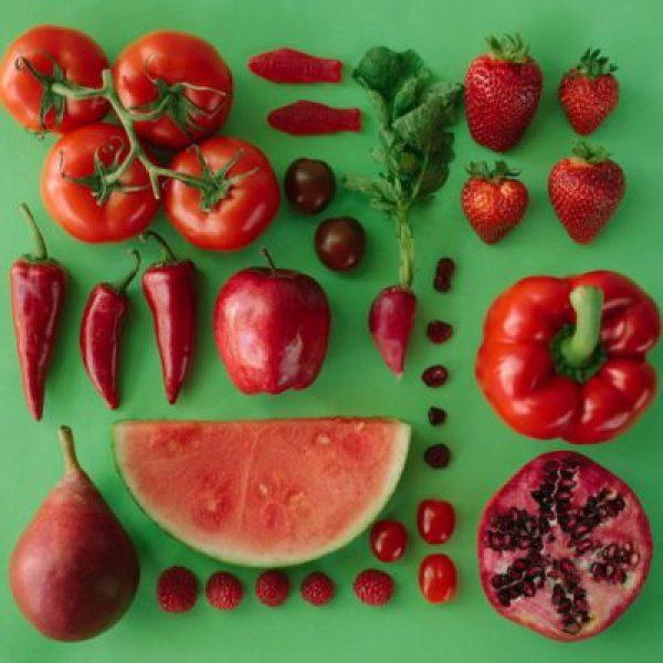 10 פירות וירקות אדומים עם יתרונות בריאותיים מדהימים